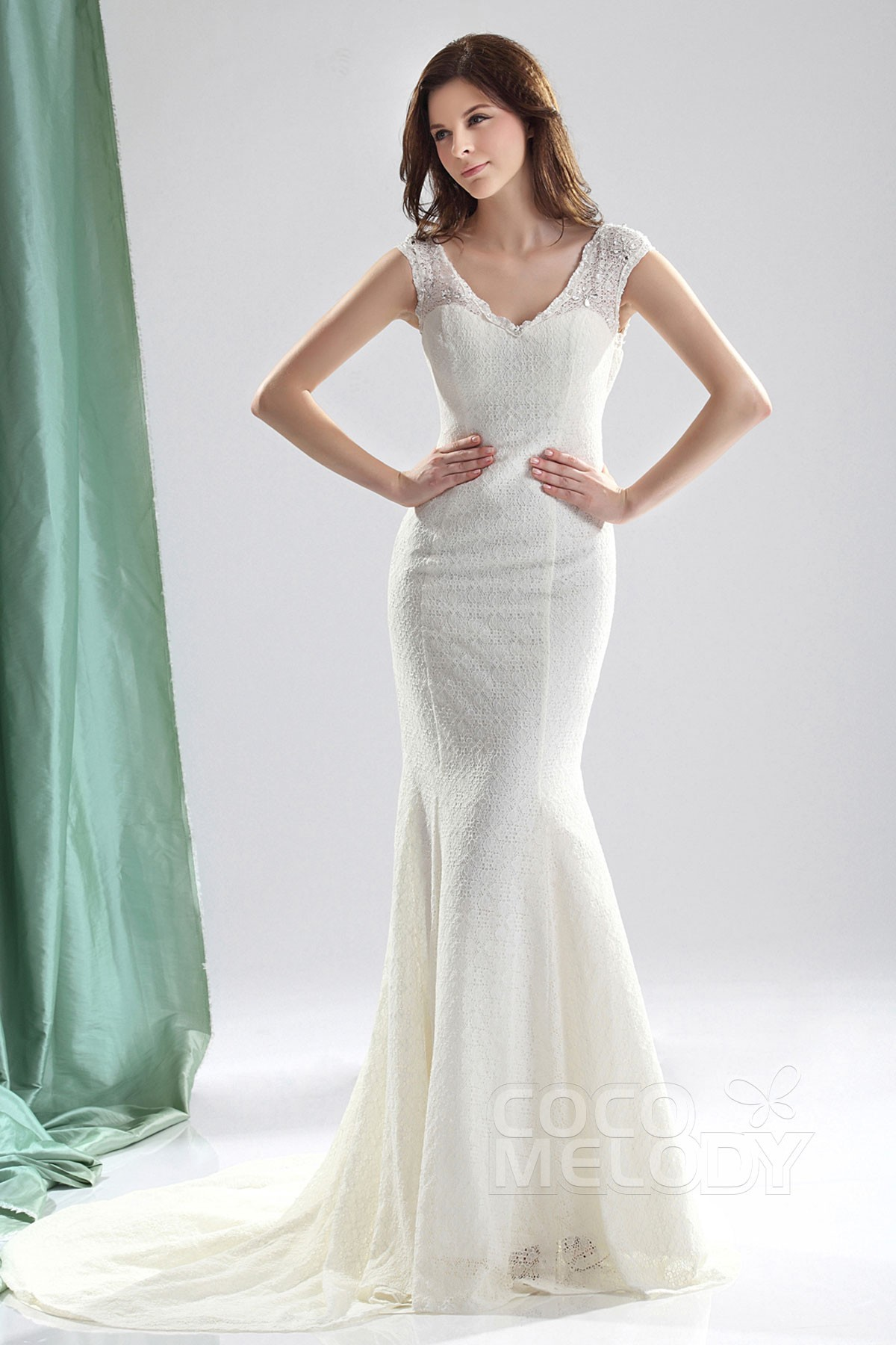 Cocomelody: Trumpet-Mermaid V-Neck Court Train Lace Wedding Dress ...