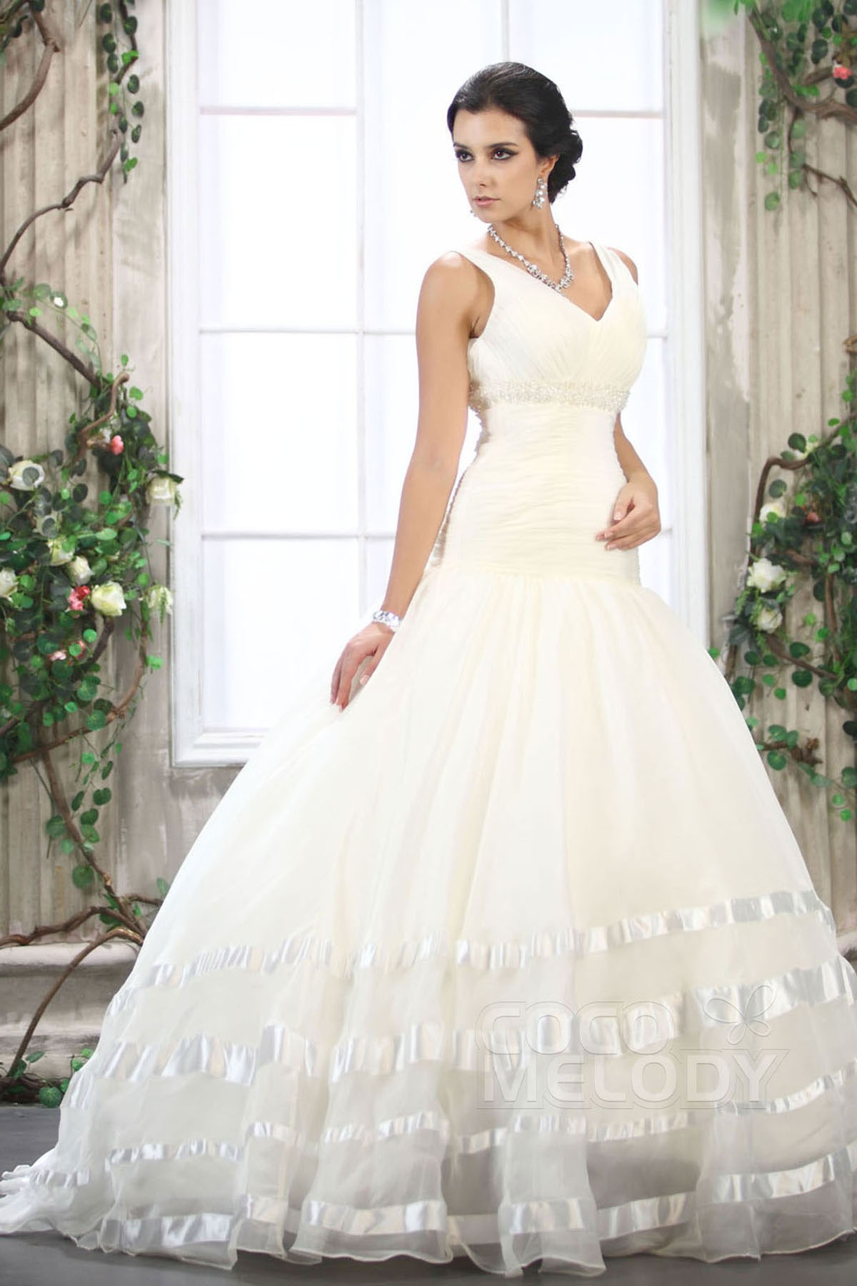 Ball Gown Train Organza Wedding Dress CWXT13006 | Cocomelody