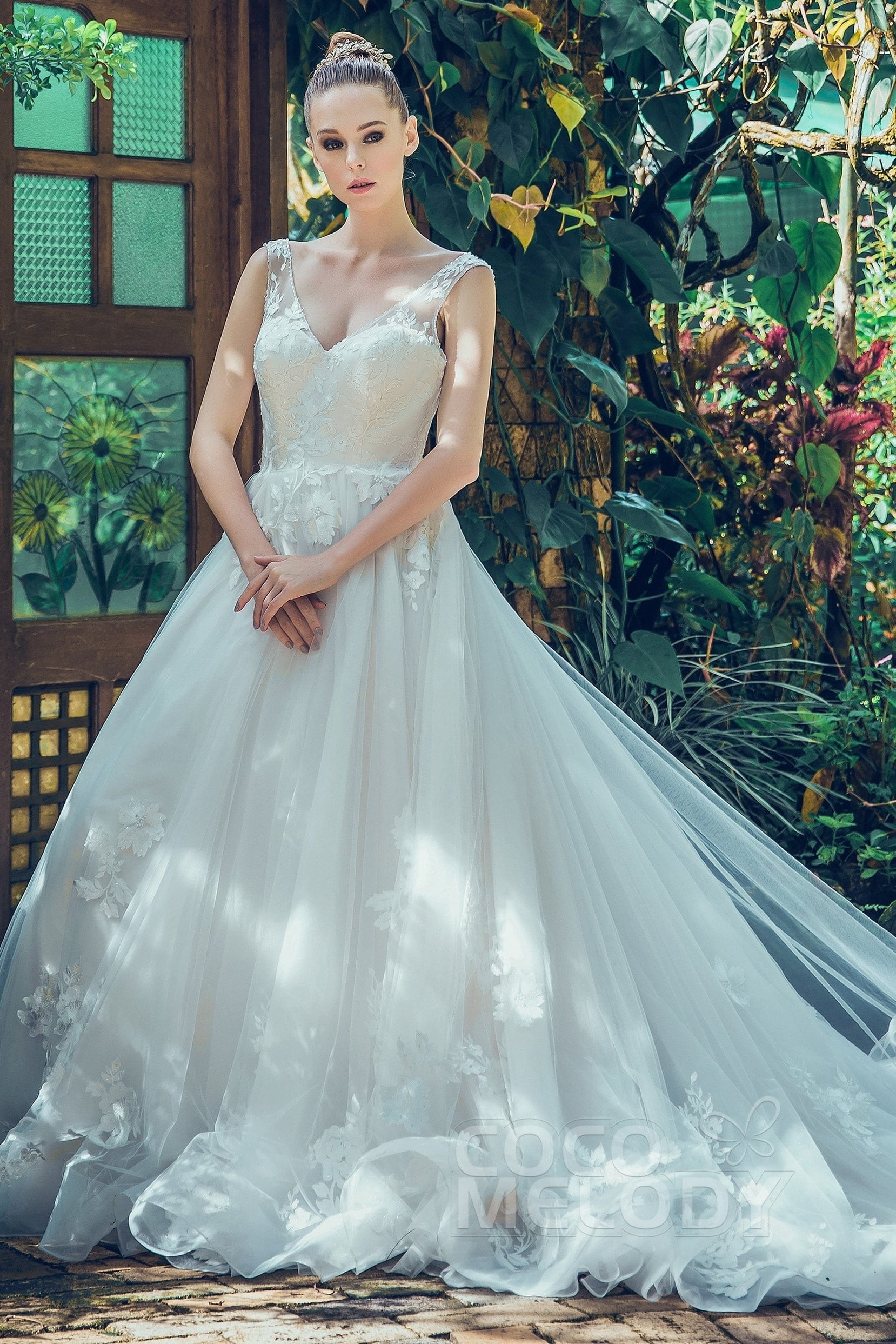 Cocomelody: A-Line V-Neck Chapel Train Tulle Wedding Dress Appliques ...