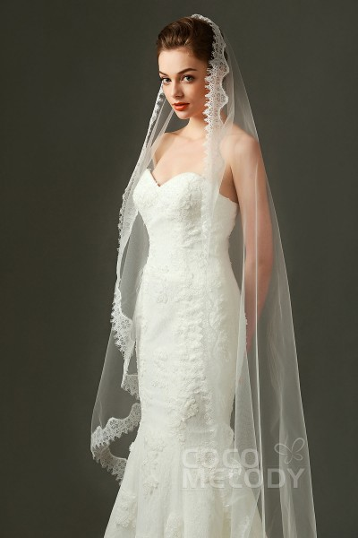 Graceful One Tier Lace Edge Tulle Ivory 200 146cm Fingertip Veils With Liques Av160009