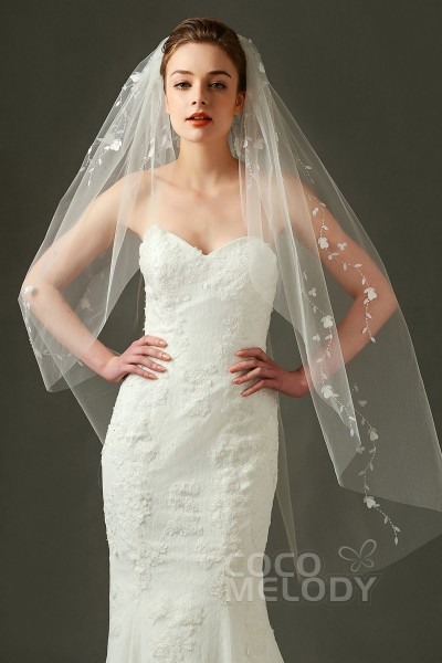 Ivory wedding dress what color veil