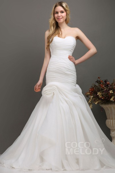 Stylish Trumpet Mermaid Sweetheart Chapel Train Organza Fit And Flare Wedding Dress Cwlt130e0